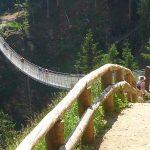 Die Hängebrücke aus anderer Perspektive