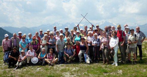 Alle beieinander, im Hintergrund die Berge der Ortlergruppe.
